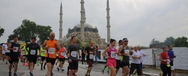 Dostluk maratonunda Yunan sınırını vizesiz geçtiler