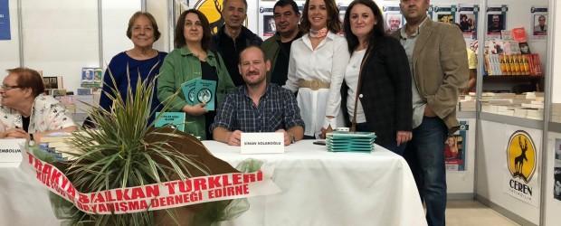 Genç yazarımız Sinan Çolakoğlu'nun imza gününe büyük ilgi
